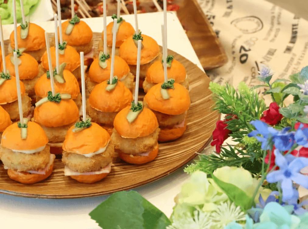 【結婚式でのケータリング活用事例】神奈川開催 野外での立食パーティーには、一口サイズのケータリングが最適!